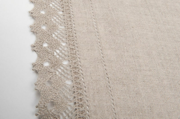 Grey patterned linen runner with lace 2
