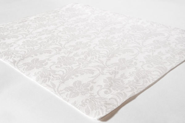 White linen placemat with flower ornaments 1