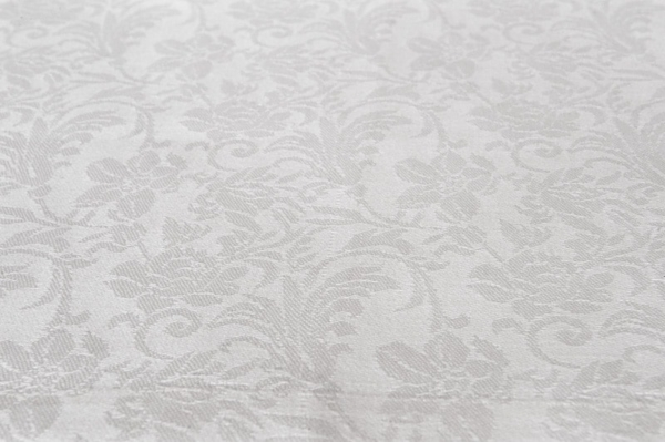 White linen placemat with flower ornaments 2