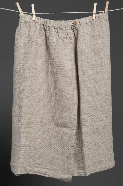 Linen bath towel with a button 1