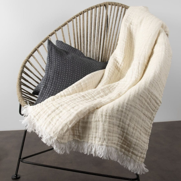 Yellowish white linen blanket with fringes 3