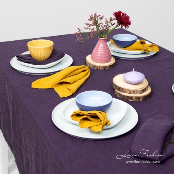 GAMMA purple tablecloth 3