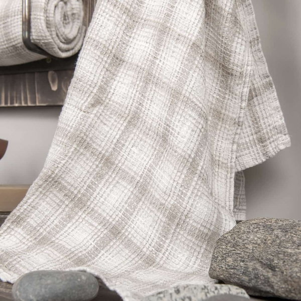 White checked linen bath towel 2
