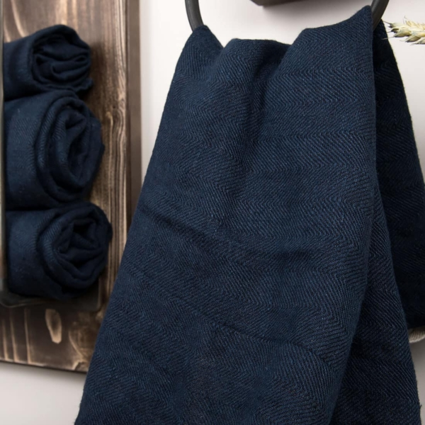 Dark blue linen bath towel 2