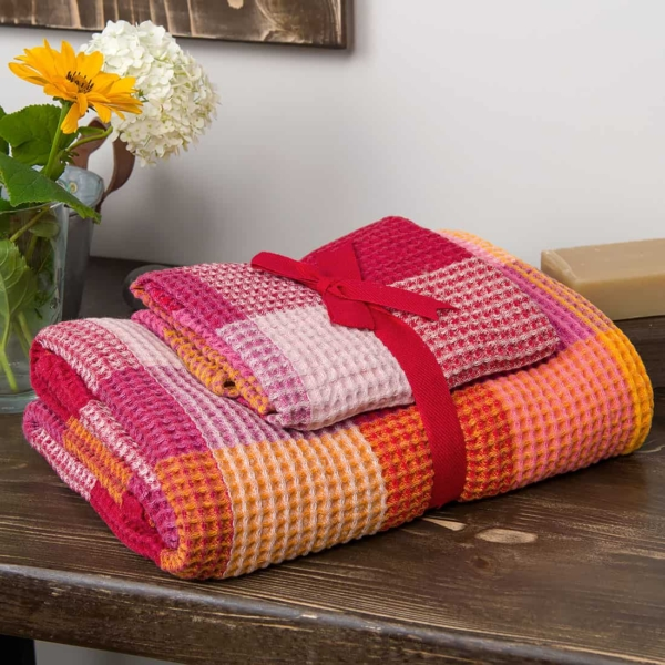 """Red checked linen """"waffle"""" towel 3"""