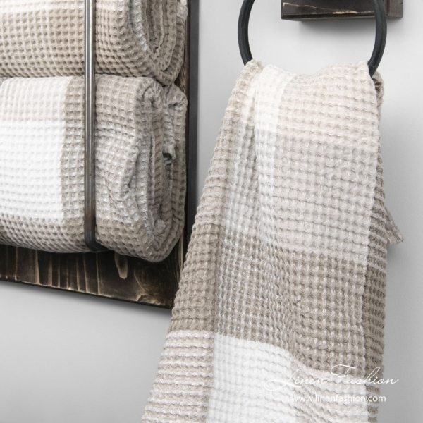 Linen towel in sand color checks 2