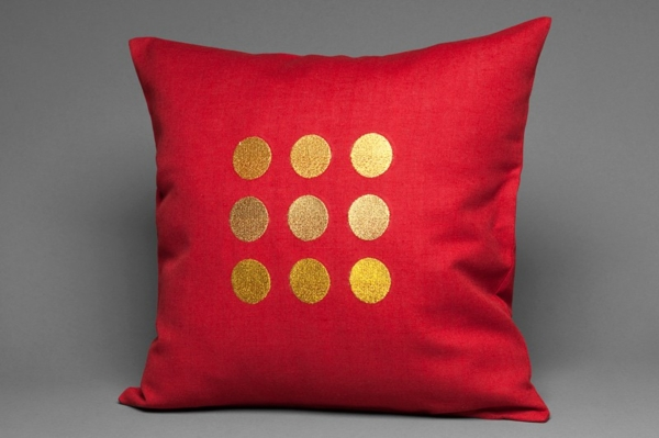 Red cushion cover with golden circles 1