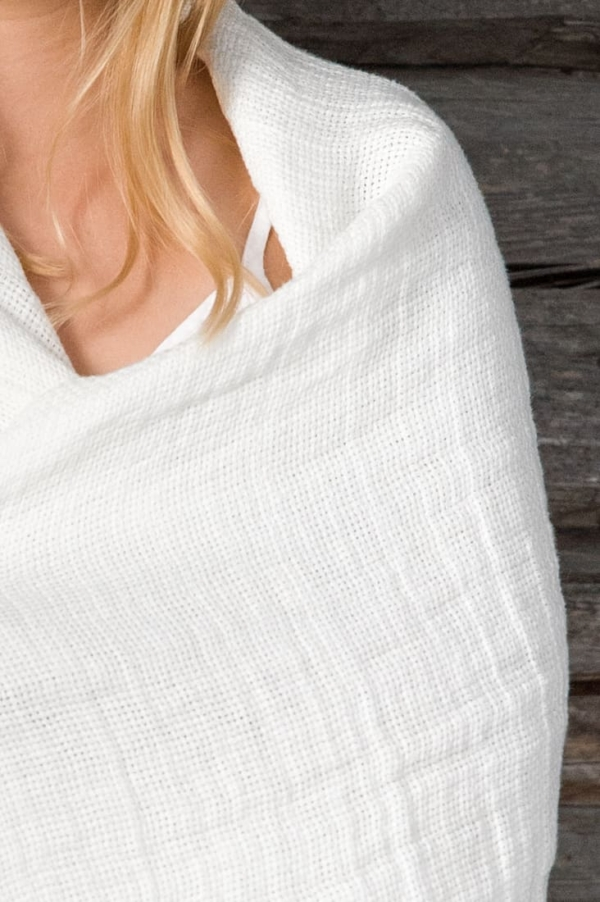 Linen throw in off-white 2