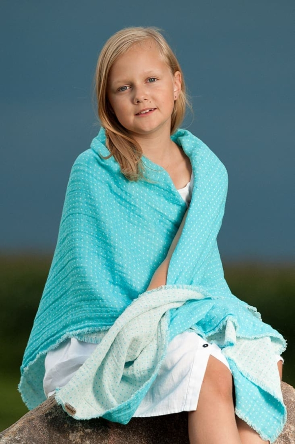 Double sided linen throw in turquoise 1
