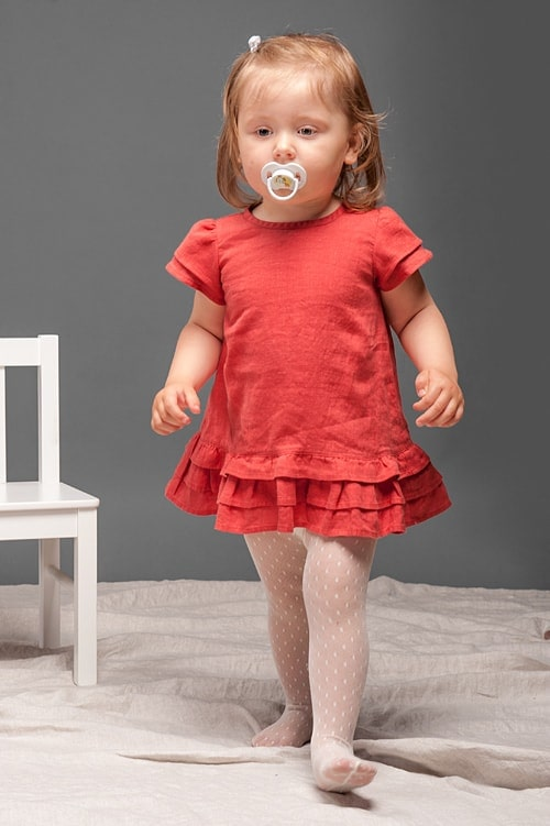 Red linen girls' dress with ruffles 1