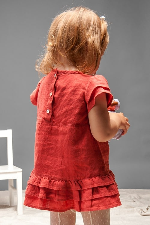 Red linen girls' dress with ruffles 3