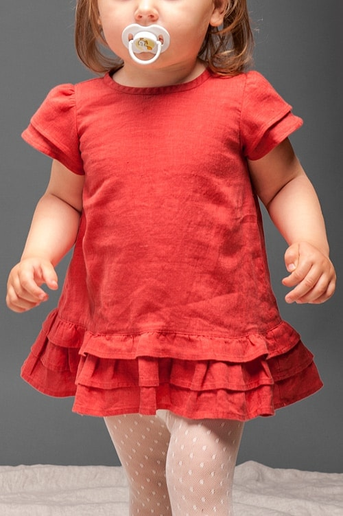 Red linen girls' dress with ruffles 4