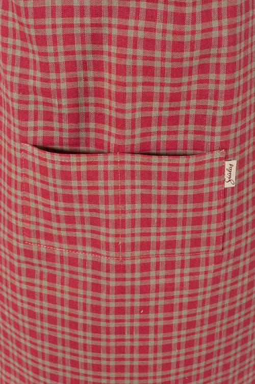 Red checked linen apron for kids 3
