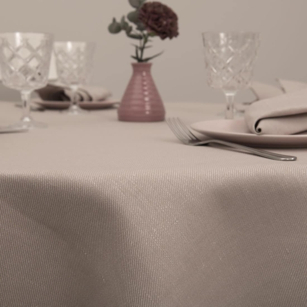 KOMA round (oval) dusty rose tablecloth 3