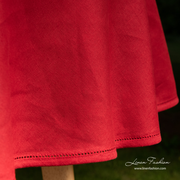1cm pipping with hemstitch on red round (oval) tablecloth