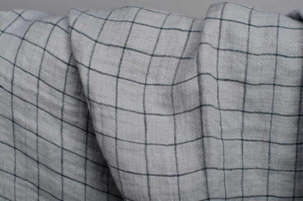 Grey checked double- layer linen fabric, washed 3