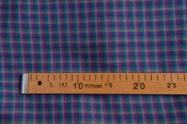 Linen fabric with violet checks 3