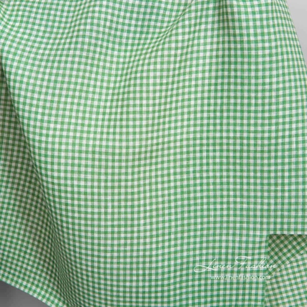 Linen fabric in white and green checks 1
