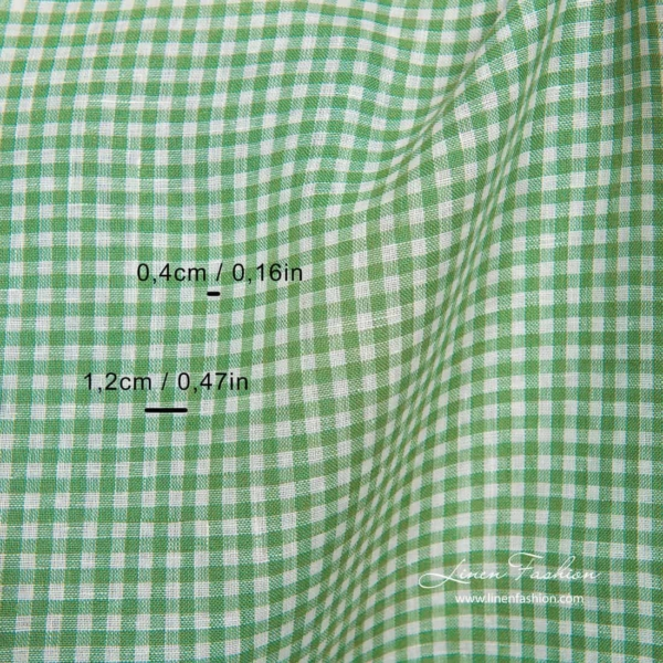 Linen fabric in white and green checks 2