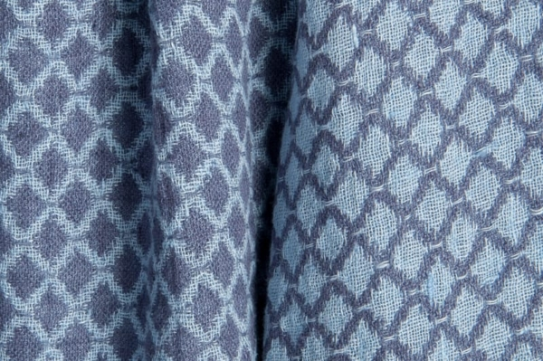 Blue double-sided washed linen fabric in a diamond pattern 2