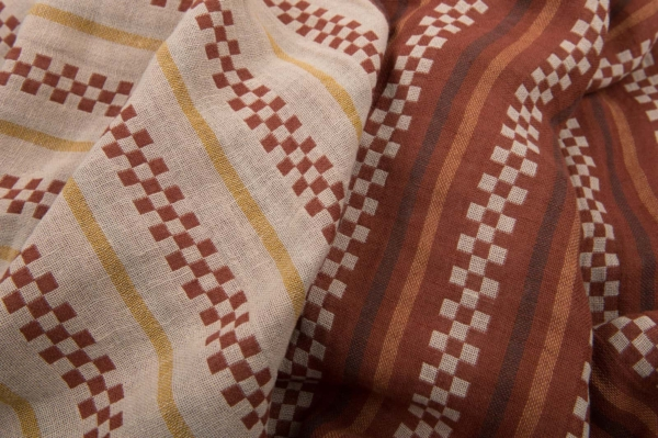 Brown patterned double half-linen fabric, washed 1