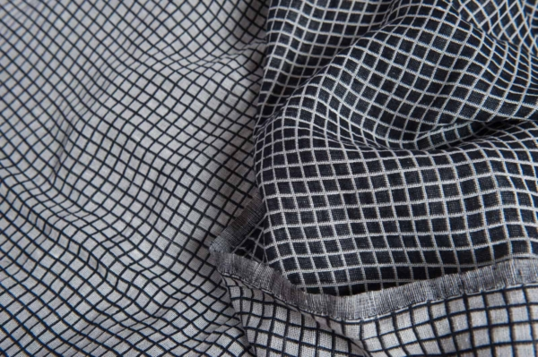 Half-linen fabric in black and white checks, washed 1