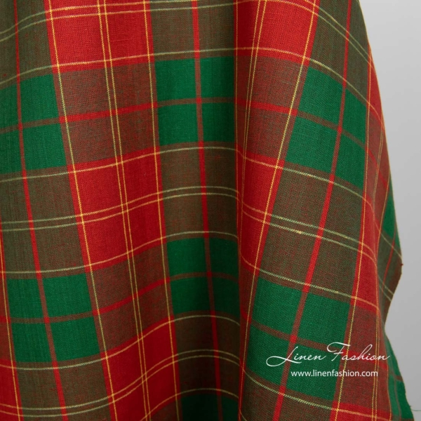 Linen cotton fabric in red and green checks 2