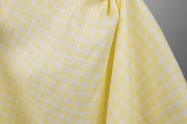 Linen fabric in yellow and white checks 2