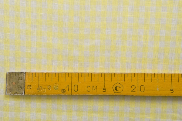 Linen fabric in yellow and white checks 3