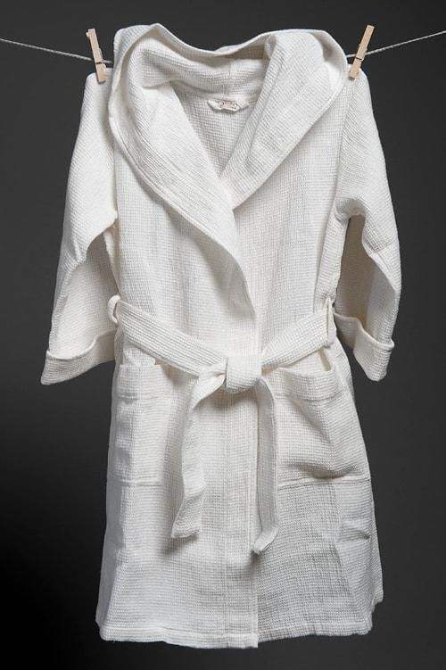 Off-white linen kids' bathrobe with a hood 1
