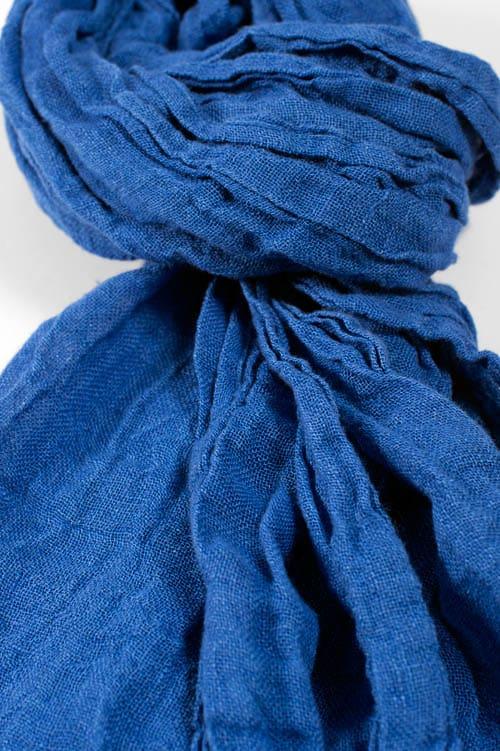 Linen shawl in dark blue 2