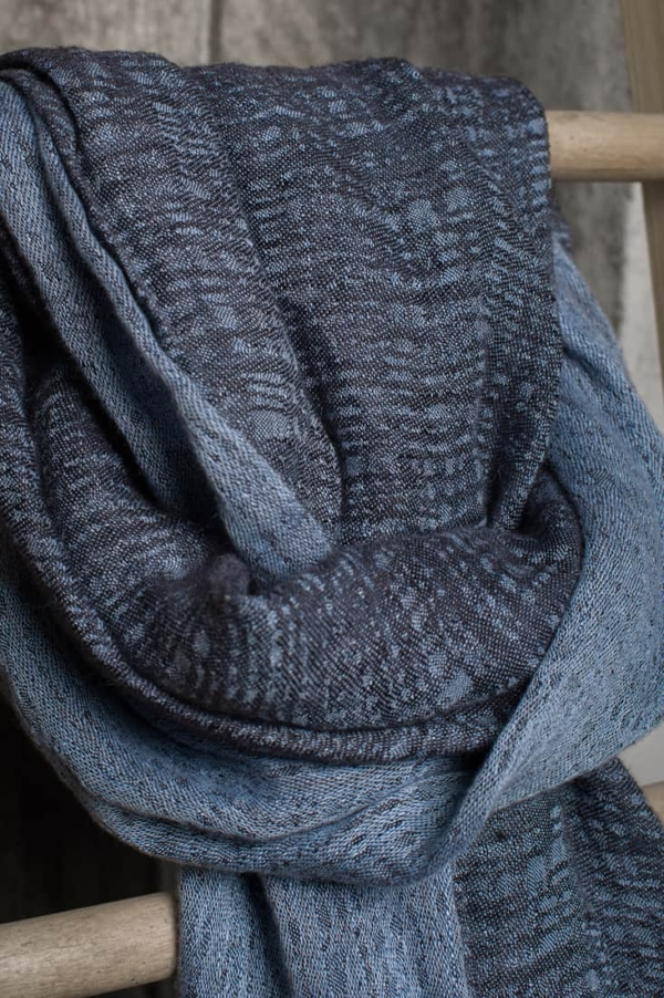Blue patterned linen shawl 2