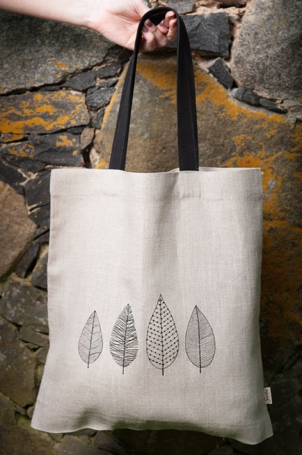 Linen grey tote bag with embroidered leaves 1