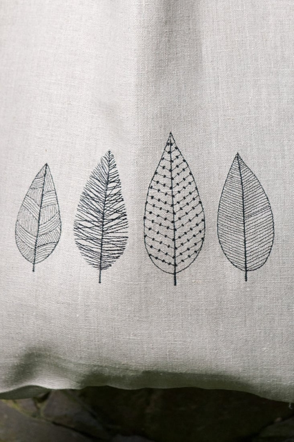 Linen grey tote bag with embroidered leaves 2