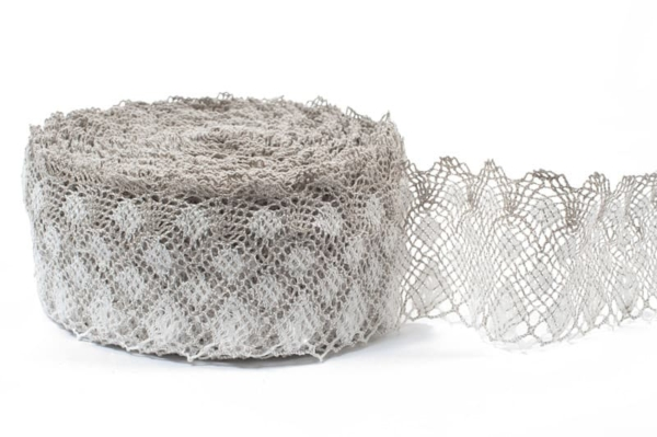 White and natural grey linen lace No. 31 1