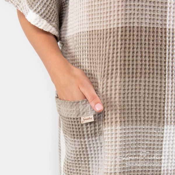 Linen poncho towel with pockets