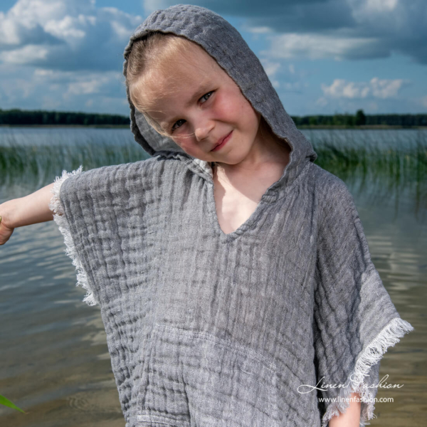 Kids poncho towel with decorated sleeves