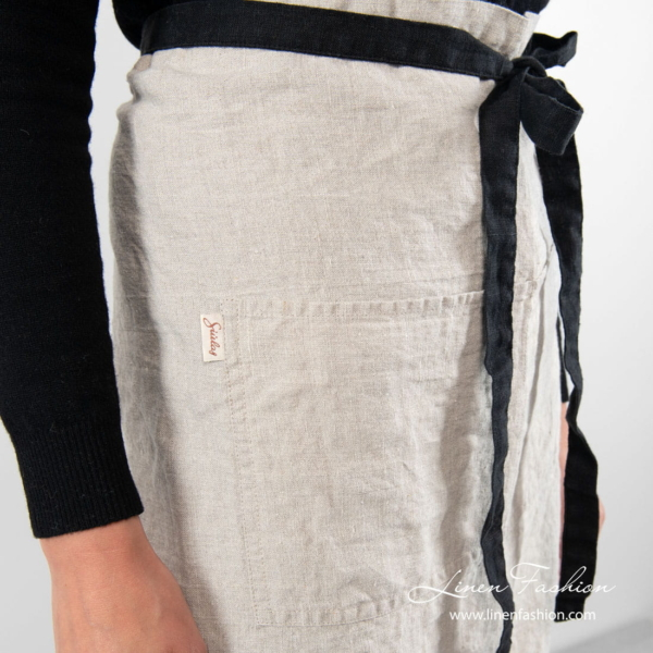 Linen apron in flax colour with pocket on front
