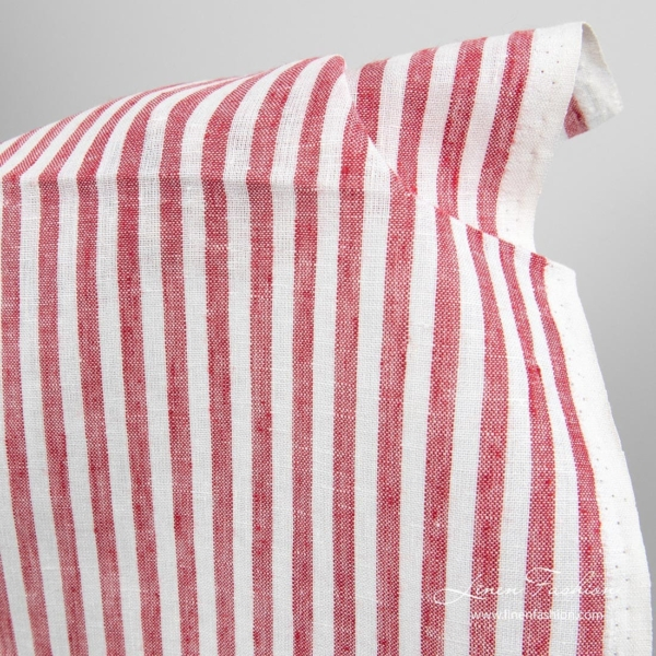 Narrow fabric in off white and red stripes