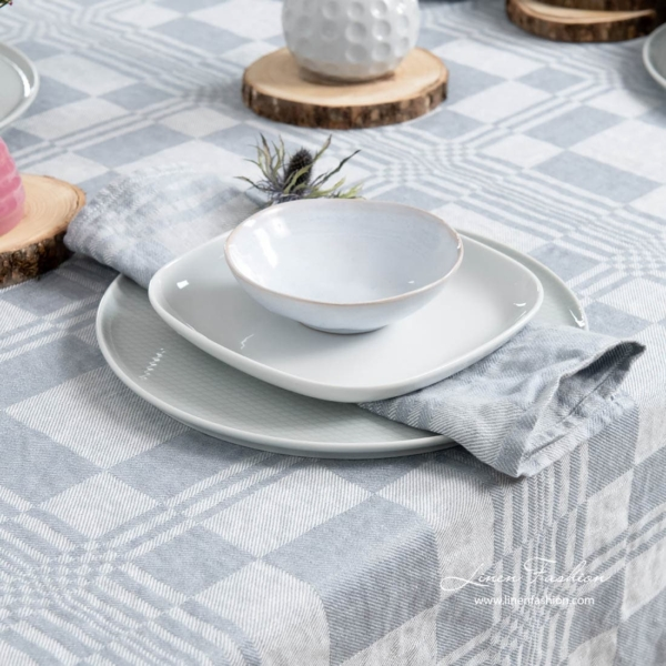 Costa linen tablecloth in bluish grey.