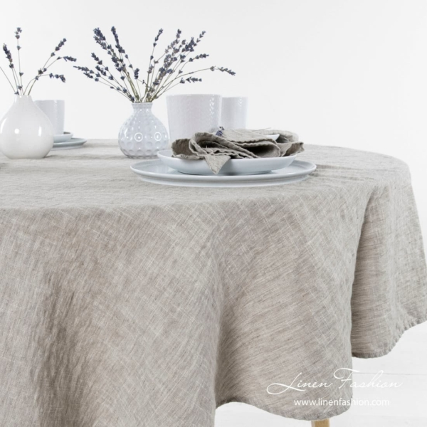 Round tablecloth in light grey.