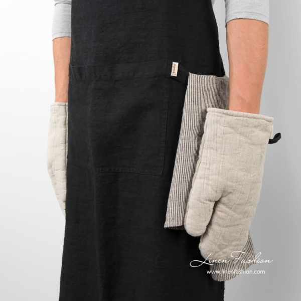 Black colored 100% linen apron.