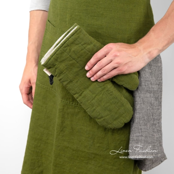 Green colored apron, jazz.