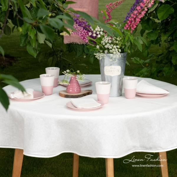 100% linen tablecloth in white color, natura.