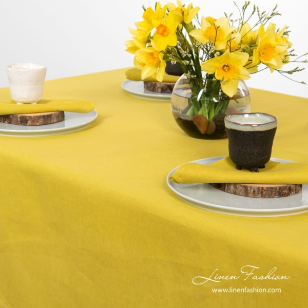 Tablecloth in yellow color, luna.