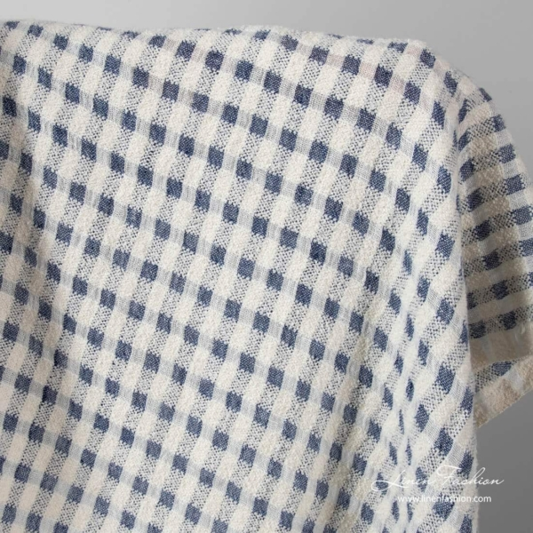 Washed linen cotton fabric in white navy checks