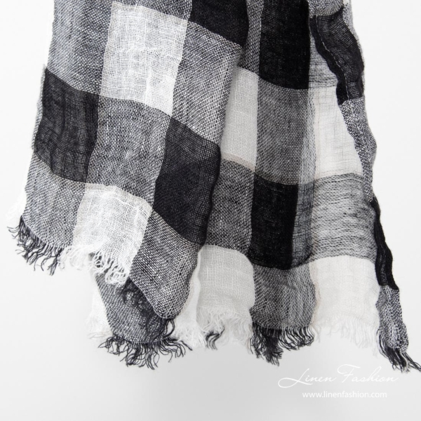 Linen shawl in black and white.