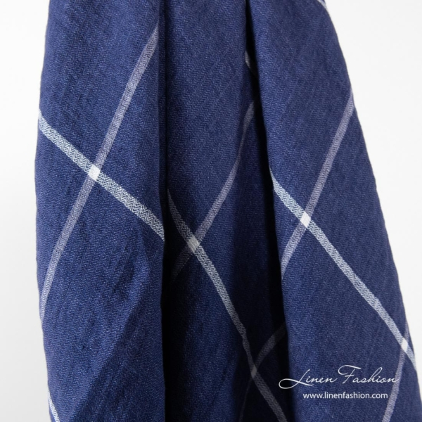 Checkered linen scarf in blue color.