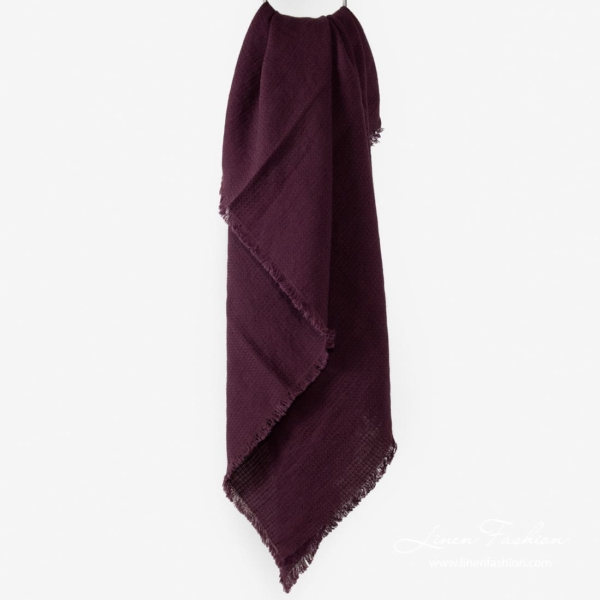Linen-cotton scarf in dark red.